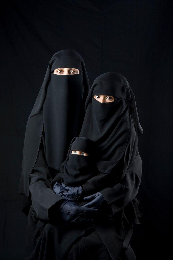 © Boushra Alumtawakel / The Hijab Series - Mother, Daughter, Doll