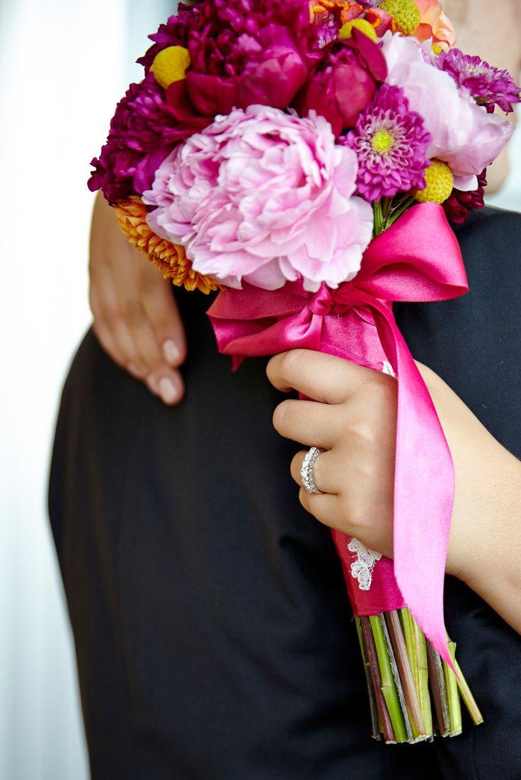 Colourfull bridal bouquet. Farbenfroher Brautstrauß pink, fuchsia, light pink, gelb , yellow, orange, peonies,Pfingstrosen FÜR IMMER DEINS EVENT