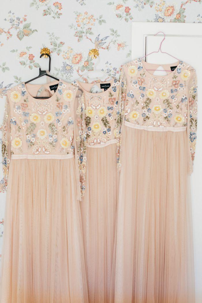 Vintage blush and floral bridesmaid dresses | Image by Matilda Söderström Photography