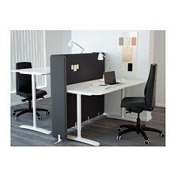 IKEA - BEKANT, Schreibtisch mit Abschirmung, weiß, , Tischplatten aus Melamin sind strapazierfähig, fleckabweisend und leicht sauber zu halten.Die Tiefe der Tischplatte ermöglicht eine geräumige Arbeitsfläche und angenehmen Abstand zum Monitor.Die Tischplatte kann in der gewünschten Höhe montiert werden, da die Beine zwischen 65 und 85 cm verstellbar sind.Die Abschirmung sorgt durch Geräuschdämmung für eine ruhigere und ungestörtere Arbeitsumgebung.Auch als Pinnwand zu benutzen.Kann frei…