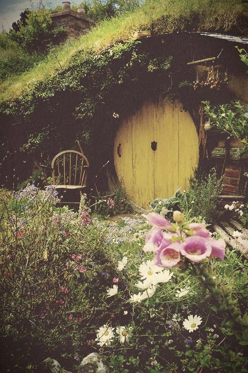 157 best cob hobbit holes hobbit house ideas images on for Lord of the rings bedroom ideas
