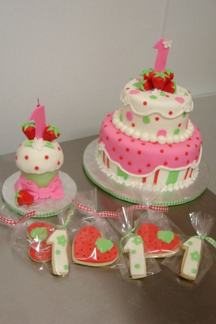 Strawberry Shortcake 1st birthday theme with Cake, Smash Cupcake and cookies by Little Sugar Bake Shop, via Flickr