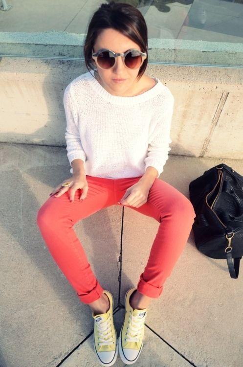 Peach skinnies and yellow Converse <3