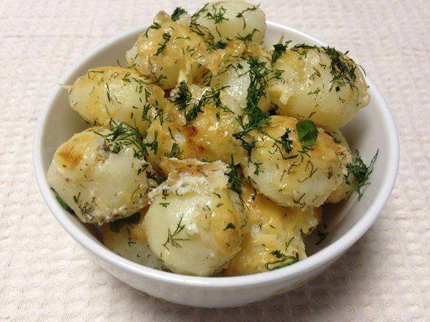 Молодой картофель под сметанным соусом / Удивительная еда!