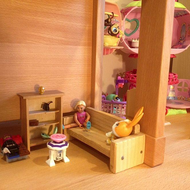 Montessori stôl a stolička Dorotka ako domček pre bábiky a Pet-shopy