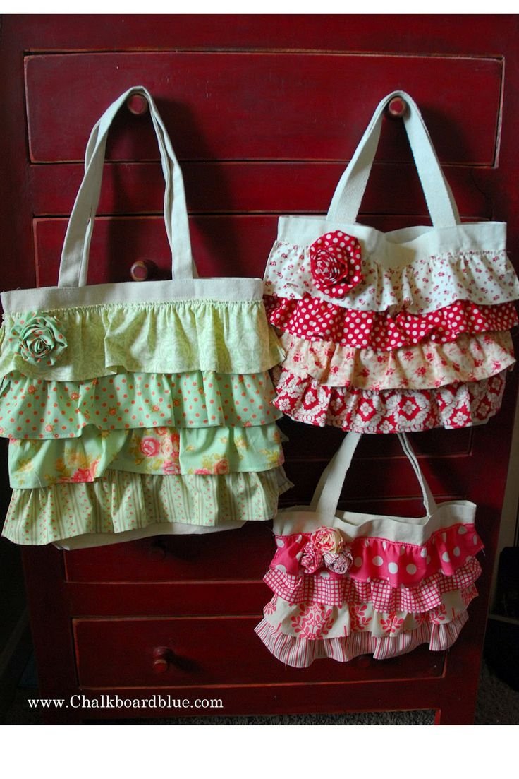 more ruffled tote bags - too cute!  Chalkboard Blue: DIY canvas tote bags!