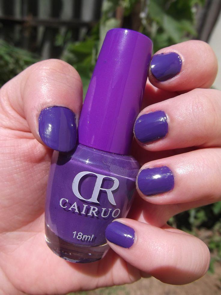 CR Cairuo, 13-as Blueberry árnyalat, 18ml / Igazából olyan, mint a többi CR-lakk, állagra és tartósságra is. 1-2 napot minimum kibír, persze attól függően, hogy mennyire van igénybe véve a kéz és a körmök. Ha valaki nem mosogat annyit, lehet, hogy 3-4 napig is bírja. A fotón egyébként sötétebbnek látszik a körmön a lakk, mint amilyen valójában, mert a Moyrás fedőlakk - úgy vettem észre - sötétített rajta kicsit. Nekem, mint lila-mániásnak kötelező ez a lakk. :)