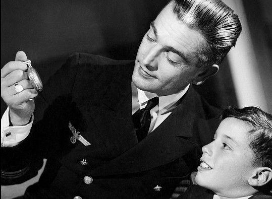 Ve stejném roce si zahrál ve francouzském filmu Poplach ve Středomoří (1938).