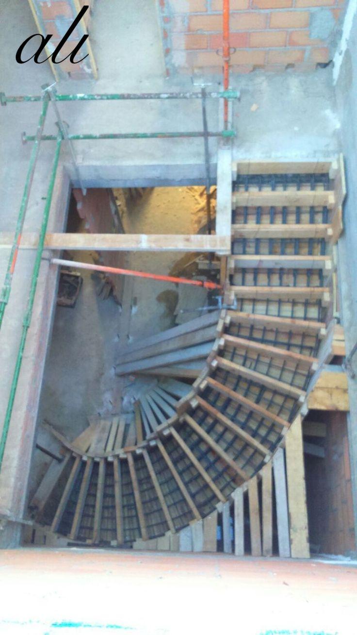 Les 25 meilleures id es de la cat gorie coffrage escalier beton sur pinterest coffrage - Escalier colimacon beton ...