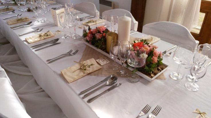 Wedding table in gold