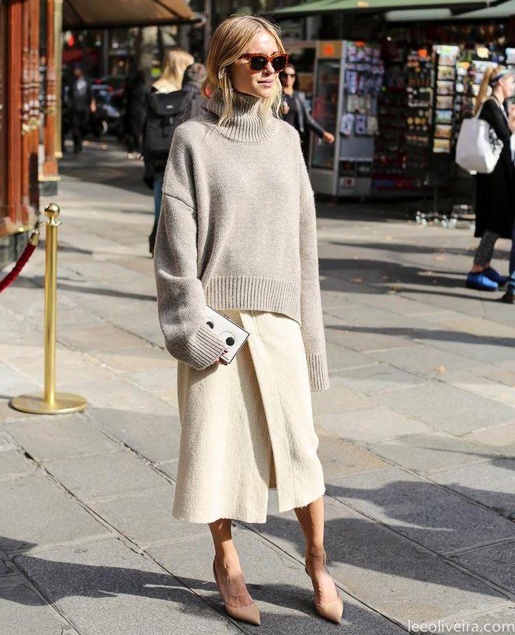 Connaissez-vous la tendance silhouette 100% volume, qui se caractérise par le port de vêtements amples de la tête aux pieds? Voici comment bien porter la tendance.