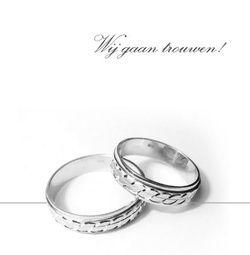 Trouwkaart: Twee zilveren ringen met aankondiging op wit. Trouwkaarten online maken en bestellen. Prachtige trouwkaarten met ringen: kies een trouwkaart, schrijf de tekst, en vraag een gratis proefdruk op! http://www.trouwpost.nl/trouwkaarten/ringen/