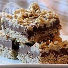 Carrés chocolat, avoine et beurre d'arachide @ qc.allrecipes.ca