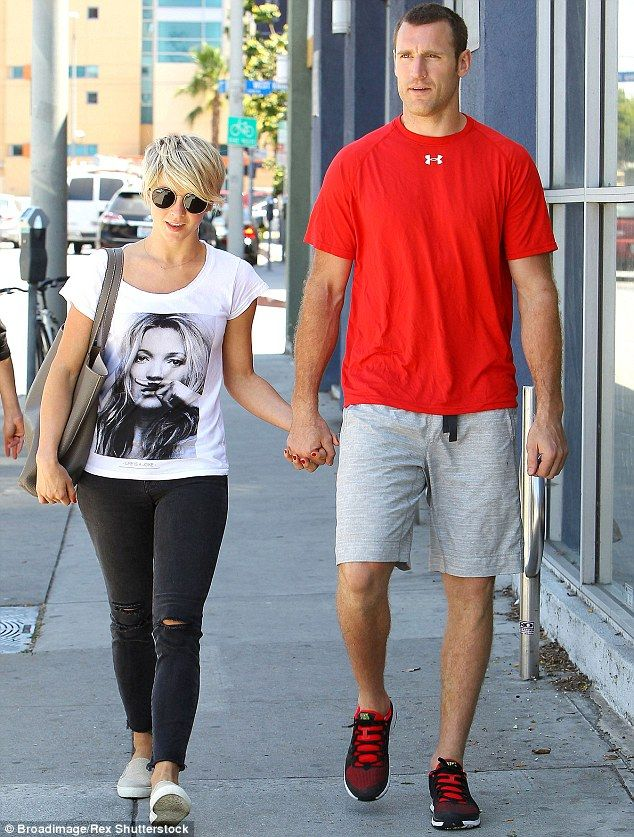 dating julianne hough Know more about julianne hough boyfriend, affair and dating american professional dancer, music singer and actress julianne hough was born on july 20, 1988 she is queen of dancing she is champion of abc dancing with the stars.
