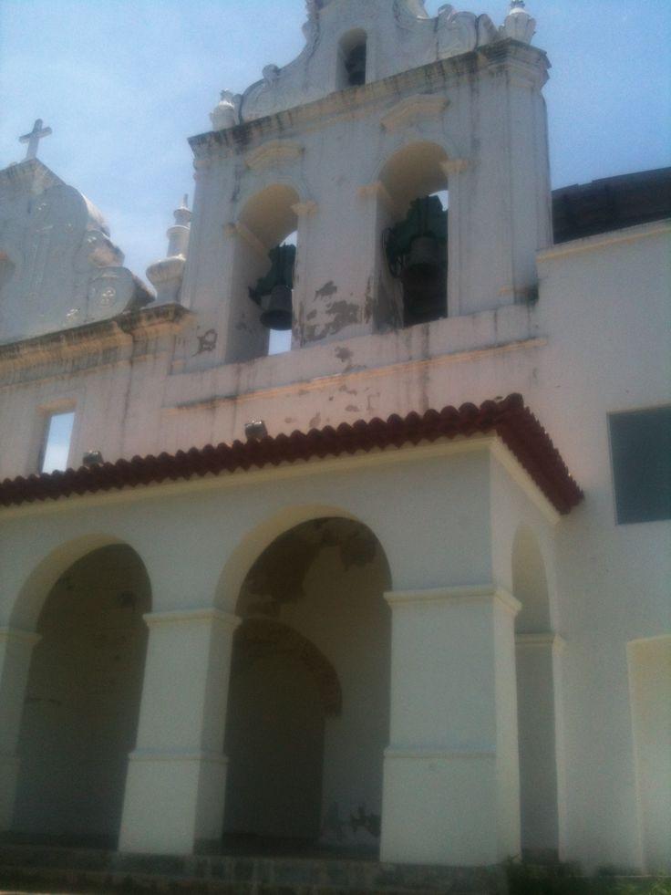 3)  Com o tempo, o Convento ficou ocioso e as autoridades civis passaram a requisitá-lo para diversas finalidades, funcionando como escola e enfermaria para atender às vitimas das constantes epidemias que atacavam a cidade na metade do século XIX. A partir daí, abrigou diversos usos, como Orfanato Cristo Rei (1926 a 1960); Residência Episcopal (1960 a 1985); Rádio Capixaba (1963 a 1973); Colégio Agostiniano (1970 a 1976) e Residência das Irmãs Carmelitas (1981 a 1985).