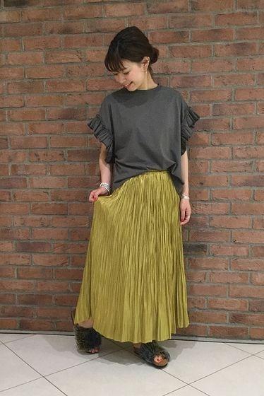秋まで使える☆プリーツスカート 少しキラキラした素材のプリーツスカート! Tシャツと合わせてカジュアルなコーディネートに!