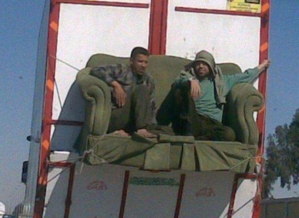 Relaxing On Sofa: Funny Guys, Posti Allaperto, Trasporti Speciali, Vip Vans, Sofas, Posti All Aperto