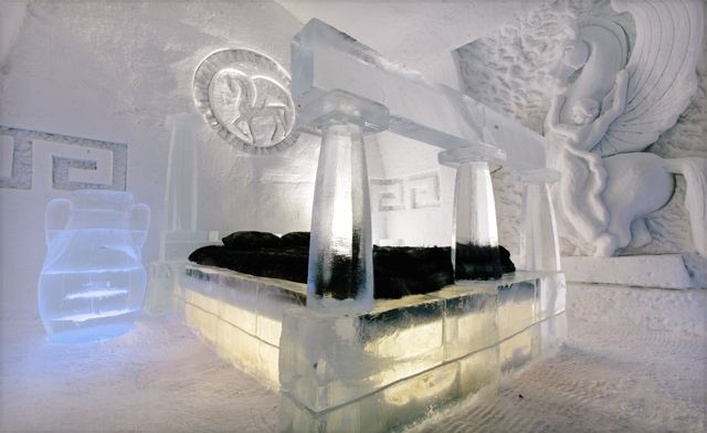 If you are a fan of snow and ice: Hotel de Glace (Ice Hotel) in Valcartier Village, Quebec, is the coolest hotel in the world 4