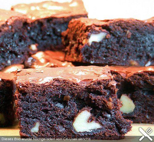 Zutaten 230 g Schokolade (Zartbitter) 130 g Butter 140 g Mehl 210 g Zucker 1/2 TL Backpulver 1/4 TL Salz 1 Pck. Vanillezucker 3  Ei(er) (Größe M) 1 Pkt. Kuvertüre (Vollmilch oder weiß)
