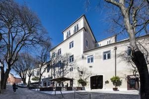 The 5-star Santiago de Alfama – Boutique Hotel is located in the historic centre of Lisbon just an 8-minute walk from the iconic São Jorge Castle and...
