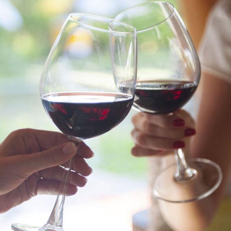 Kaum ein Thema wird so heiß diskutiert wie Alkohol in der Schwangerschaft. Die einen finden ein Gläschen total in Ordnung, andere lehnen es kategorisch ab...