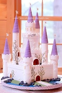 castle cake tutorial.  Love the square base with brick accent on top of wall.  Easy to make with Wilton plastic castle cake kit.