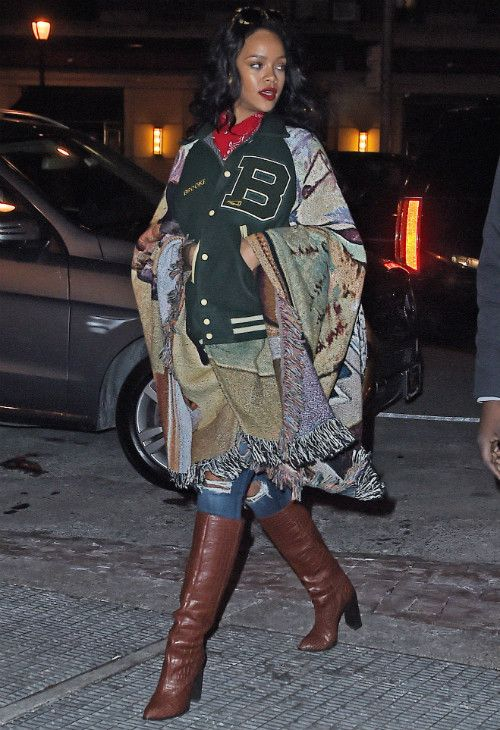 ~1/13 #リアーナ #ボンディングスウェットシャツ #トラックパンツ #ストラップサンダル |海外セレブ最新画像・私服ファッション・着用ブランドまとめてチェック DailyCelebrityDiary*