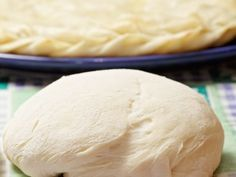 Aceasta reteta de aluat pentru placinta poate fi folosita la orice placinta cu fructe sau umplutura de bezea sau creme pufoase. Aluatul este foarte