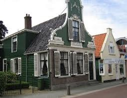 De mooie Zaanse huisjes in het centrum van Krommenie