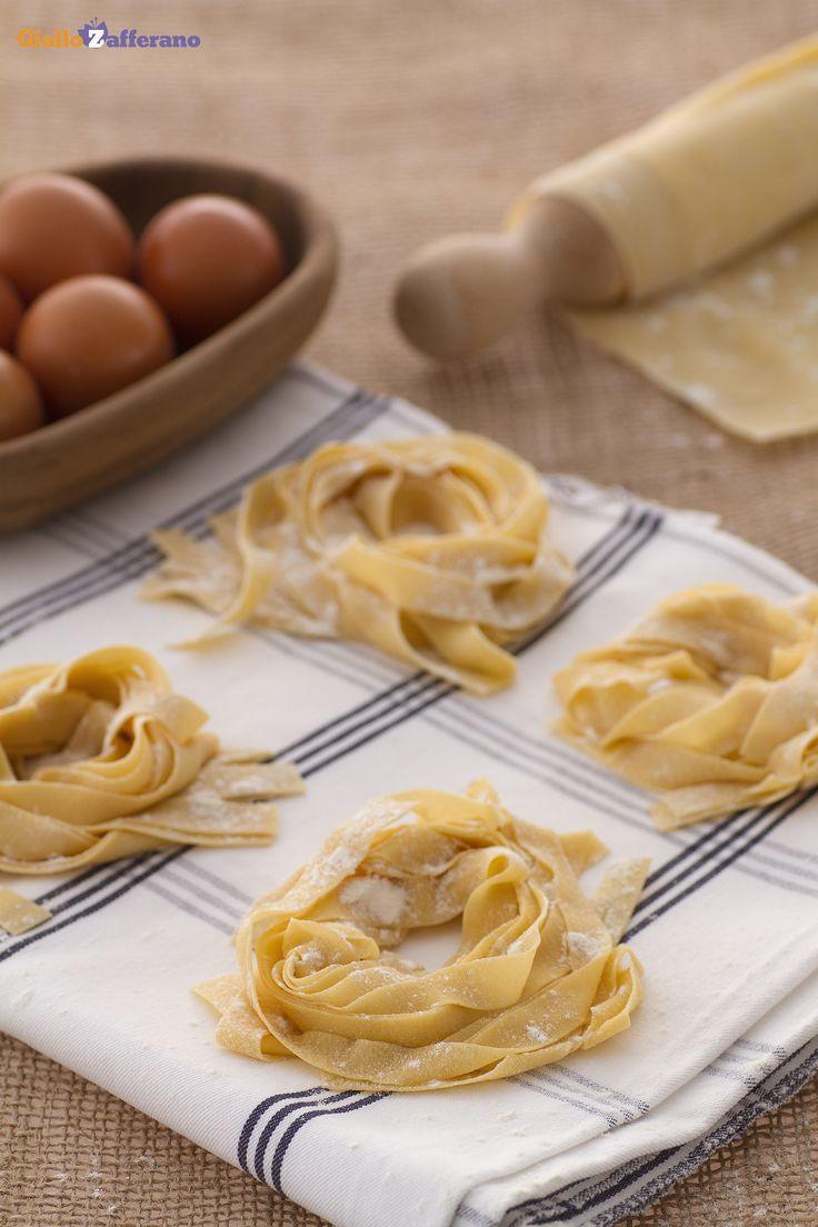 Le #TAGLIATELLE rappresentano uno dei formati di #pasta più conosciuti e più gustosi della tradizione gastronomica italiana! #scuoladicucina #GialloZafferano