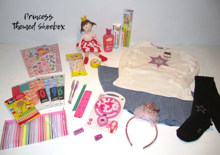 Princess themed shoebox for a 5-8 year old girl // The box includes a crown headband and a necklace crafting kit for the girl to dress up like a princess. // humedica: Geschenk mit Herz
