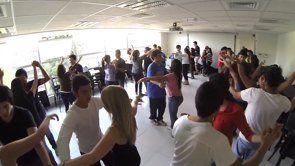 Si quieres relajarte, pasarlo bien y bailar entonces tienes que ser parte del taller de salsa y bachata que hay en la universidad. Inscríbete y conoce más en este video! #umayor #salsa #vimeo #universidad