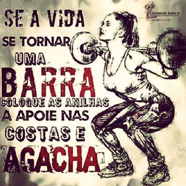 Se a vida se tornar uma #barra, coloque as anilhas, apoie nas costas e agacha. #agachamento #motivação