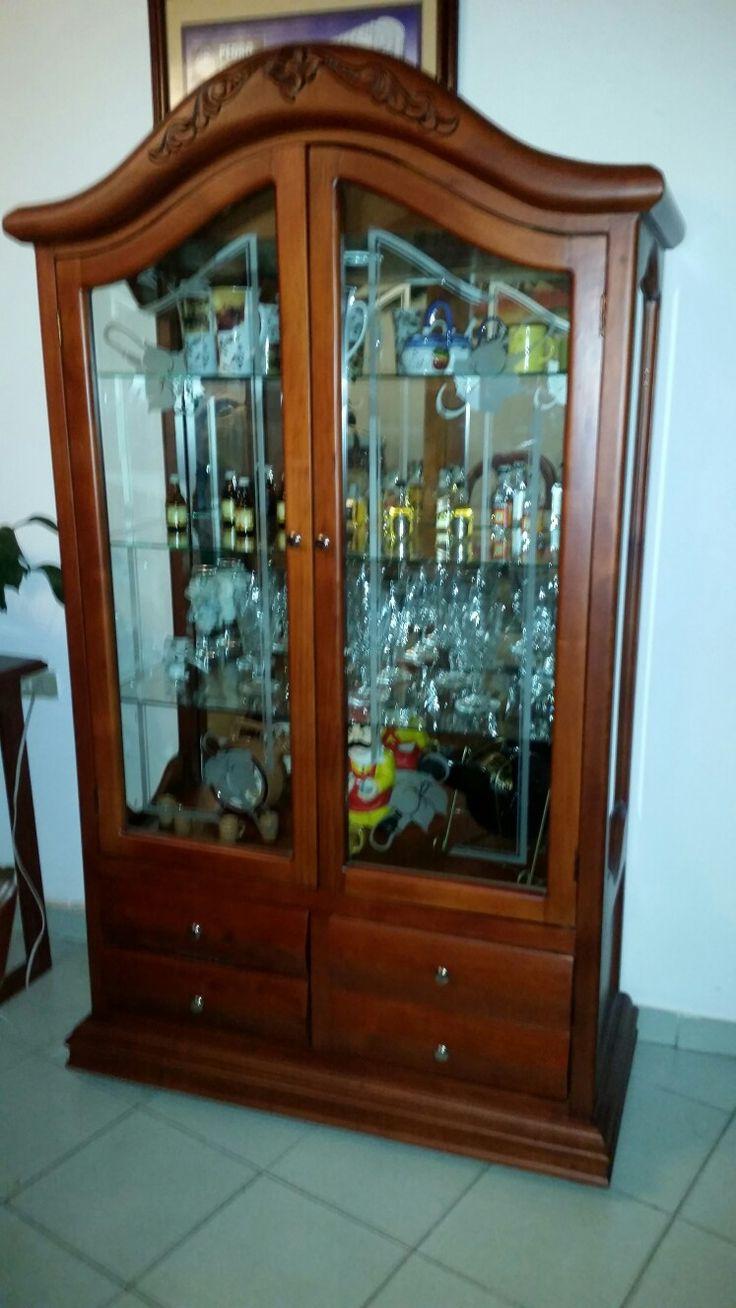 vitrina en madera cedro tintilla color cedro