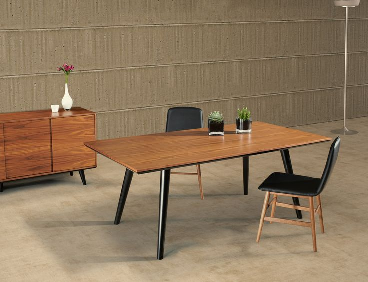 WOODSTOCK contemporary dining table