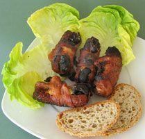 #Saucisses aux #pruneaux  Saucisses farcies de pruneaux et enveloppées dans du bacon, cuites sur le barbecue.
