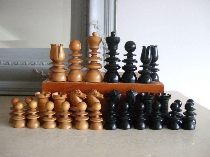 FINELY CARVED ANTIQUE St. George Pattern EBONY U0026 FRUITWOOD CHESS SET  Complete