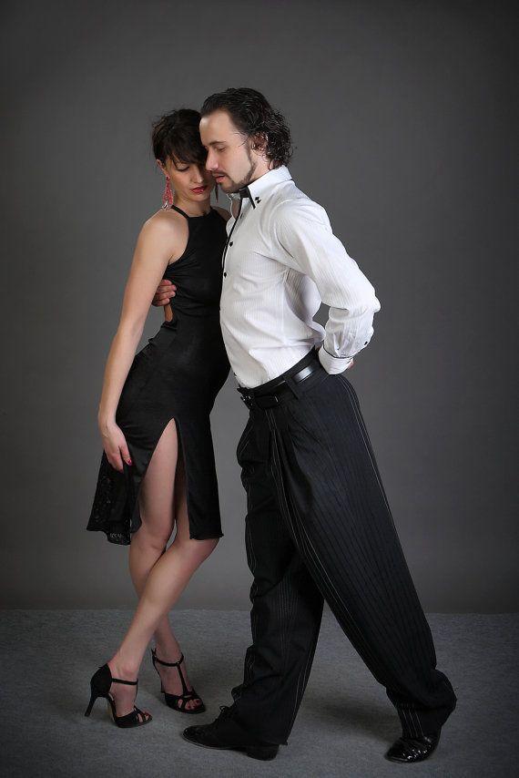 Modelo Sofia es un sexy y muy femenino abierto atrás, por encargo, vestido de tango! Perfecto para una milonga elegante o un rendimiento. Podría ser usado como un vestido de noche/ocasional y no importa la ocasión se verá impresionante en ella. El vestido es una combinación de jersey y encaje, se adapta perfectamente a la forma del cuerpo y le da mucha libertad en el movimiento! El modelo está disponible con (como se muestra en las fotos) o sin un corte dependiendo de sus preferencias…