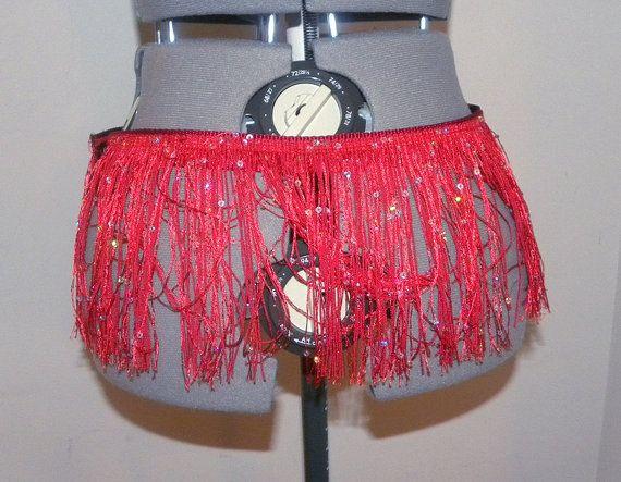 Foto CREDITS: Titty Perkins (model) door zingen Raven fotografie Vintage burleske geïnspireerd shimmy riem met rand - kan worden gemaakt in elk formaat, van 25-60 ALLE Annies Red Hots zijn beschikbaar in een verscheidenheid van aangepaste formaten & kleuren. Lees op voor meer informatie: GROOTTE: Overwegen waar u wenst deze shimmy gordel om te passen op je - wil je het rond je taille? Of je heupen? Zorg ervoor dat u een nauwkeurige meting te nemen en het opnemen in de toelichtingen. K...
