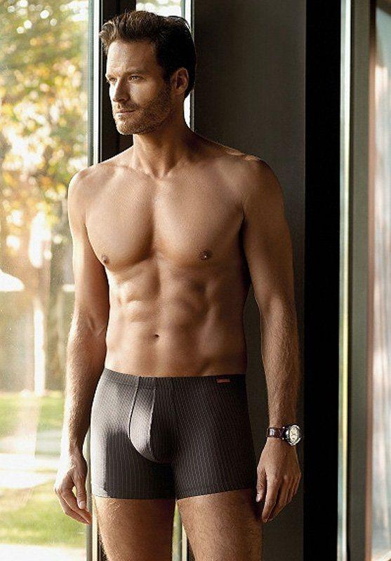 Boxer para hombre de RAYA DIPLOMÁTICA en color negro de Impetus Underwear. Excepcional tejido aún más suave y con cinturilla forrada. OFERTAS. ENVÍO URGENTE.