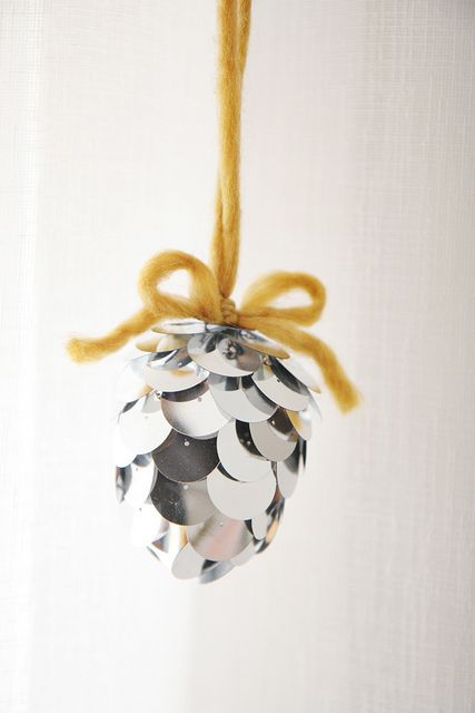 DIY Pinecone Ornament by Skunkboy Creatures #lulusholiday