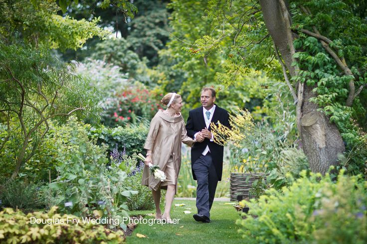 Wedding photograph at Chelsea Physic Gardens