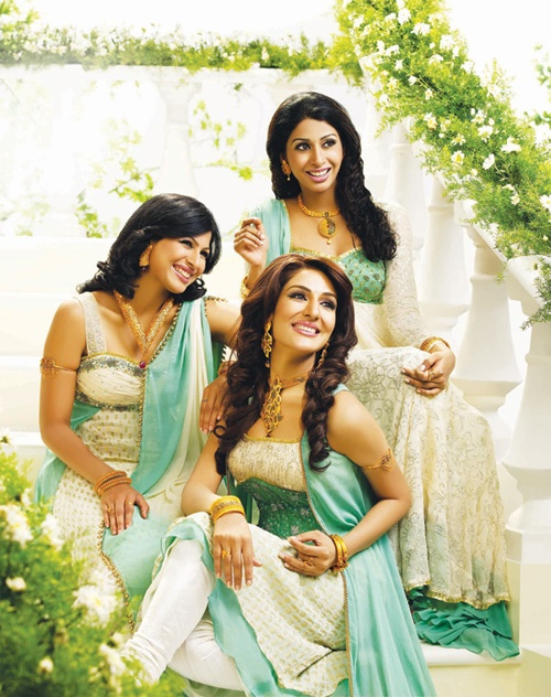 South Asian Bridesmaids – We love the sea-green color scheme, and that each outfit is slightly different! #WeddingsThatWow