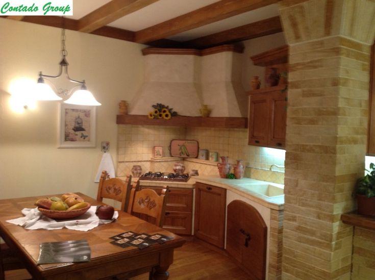 Cucina in Muratura in Legno Massello di Pino | Contado Roberto Group | Cucine e arredamenti su misura in legno