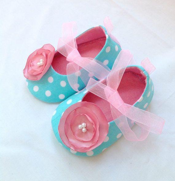 Zapatos de la muchacha del bebé. Botitas de bebé. por joojoocraft, £18.99