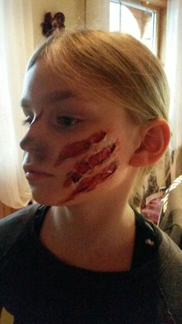 Skatches wounds halloween facepainting by kerstin