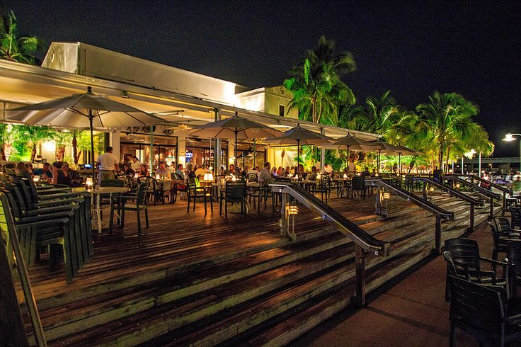Jetty's Waterfront Restaurant, Jupiter, FL - Jetty's waterfront restaurant has been one of South Florida's most popular restaurant for 25 years. Jetty's offers unsurpassed views of the Jupiter Inlet Waterway and historic Jupiter Lighthouse. Signature menu items include fresh fish and shellfish, Certified Angus steaks and ribs.  A favorite of tourists and locals alike, Jettys offers a true Florida waterfront dining experience.