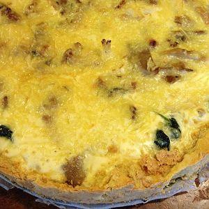 Een recept voor een hartige taart met spinazie een bodem van kikkererwtenmeel: Veel gezonder dan bladerdeeg, en goedkoper dan amandelmeel.