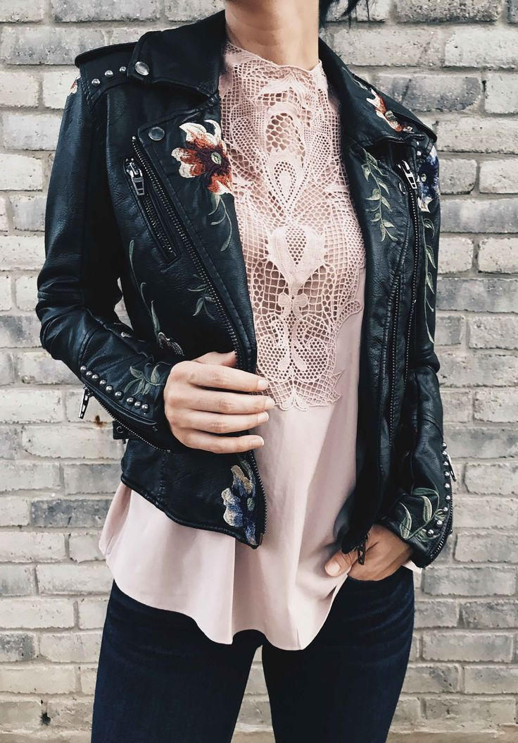 DTKAustin is sharing her top must-have pieces from the 2017 Nordstrom Anniversary Sale. This floral BlankNYC jacket is a Fall staple with this lace tank for layering. | nordstrom sale must haves | what to buy from the nordstrom anniversary sale || Dressed to Kill
