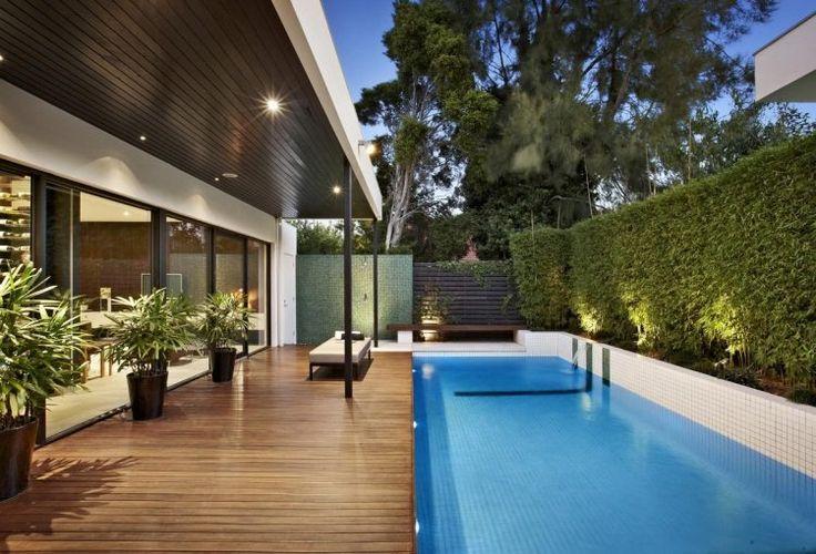 Les 25 meilleures id es de la cat gorie piscine for Idee amenagement jardin rectangulaire